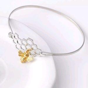 Jewelry - {5/$25} Queen bee honeycomb bracelet